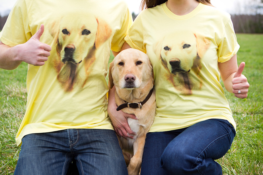 funny-engagement-shoot-golden-retriever-dog-shirt-studio-nouveau009