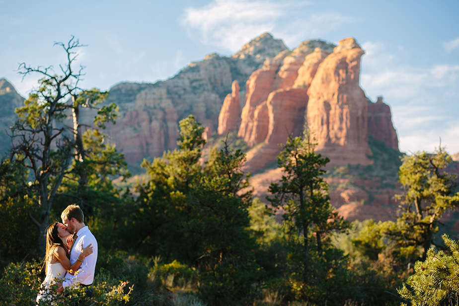 11sedona-arizona-engagement-shoot-red-rocks-sunset-bhldn-studio-nouveau