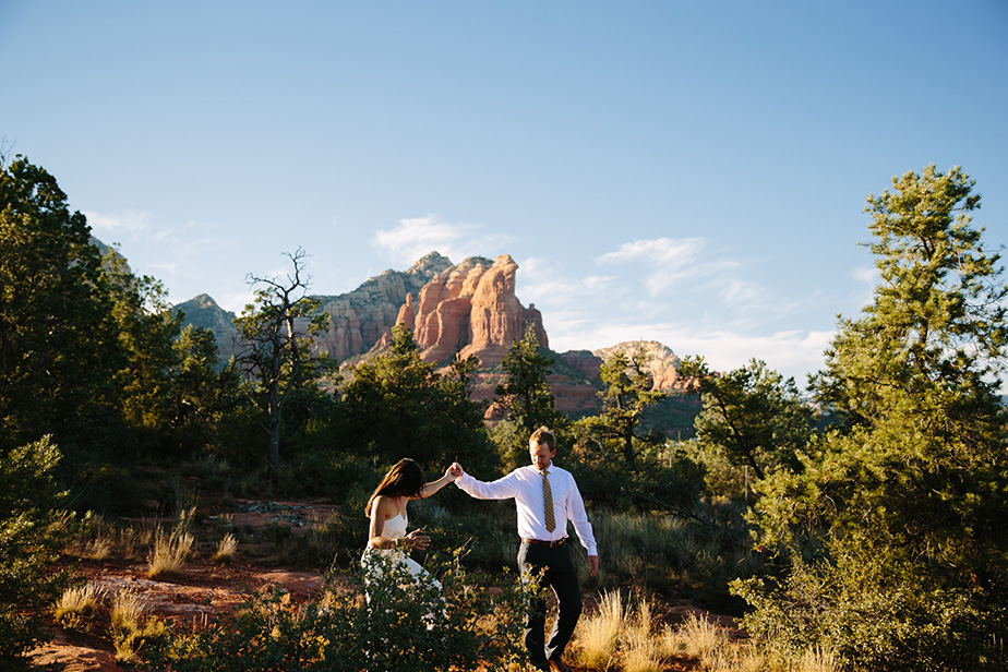13sedona-arizona-engagement-shoot-red-rocks-sunset-bhldn-studio-nouveau