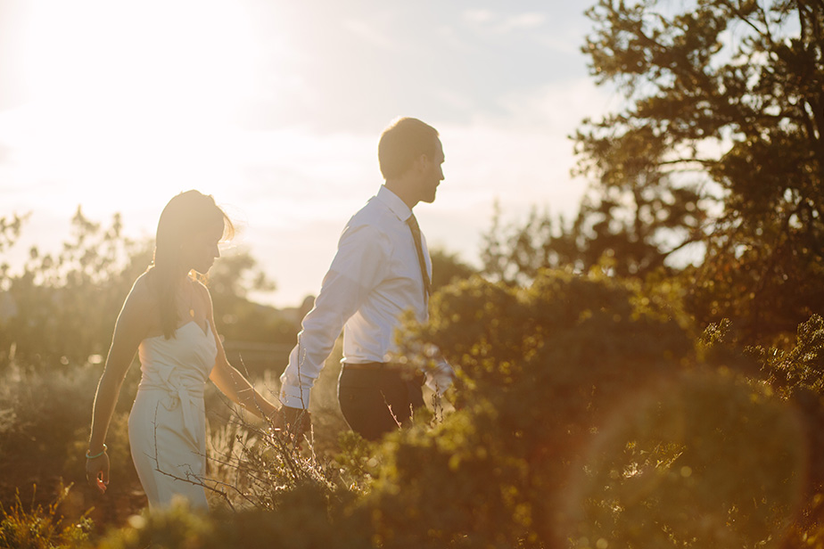 15sedona-arizona-engagement-shoot-red-rocks-sunset-bhldn-studio-nouveau