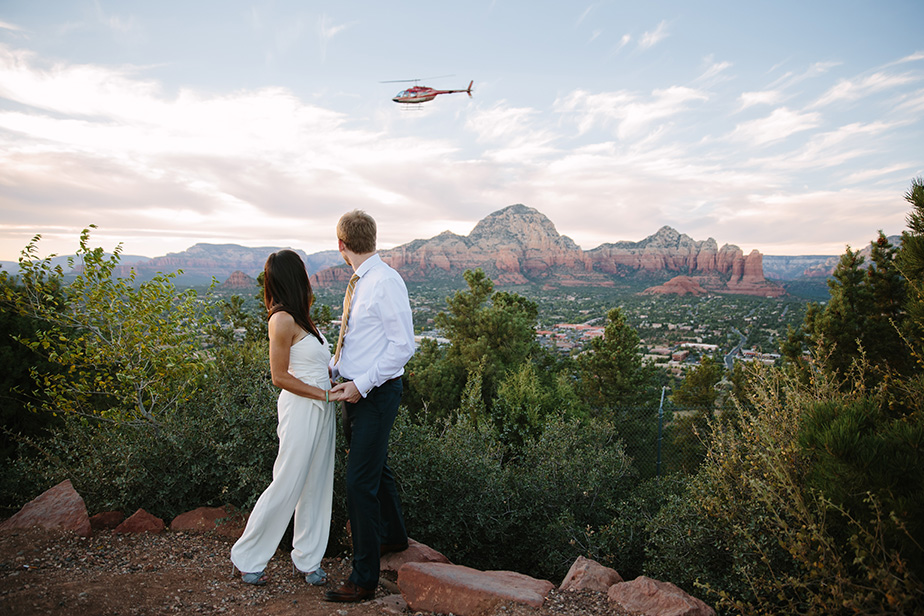 17sedona-arizona-engagement-shoot-red-rocks-sunset-bhldn-studio-nouveau