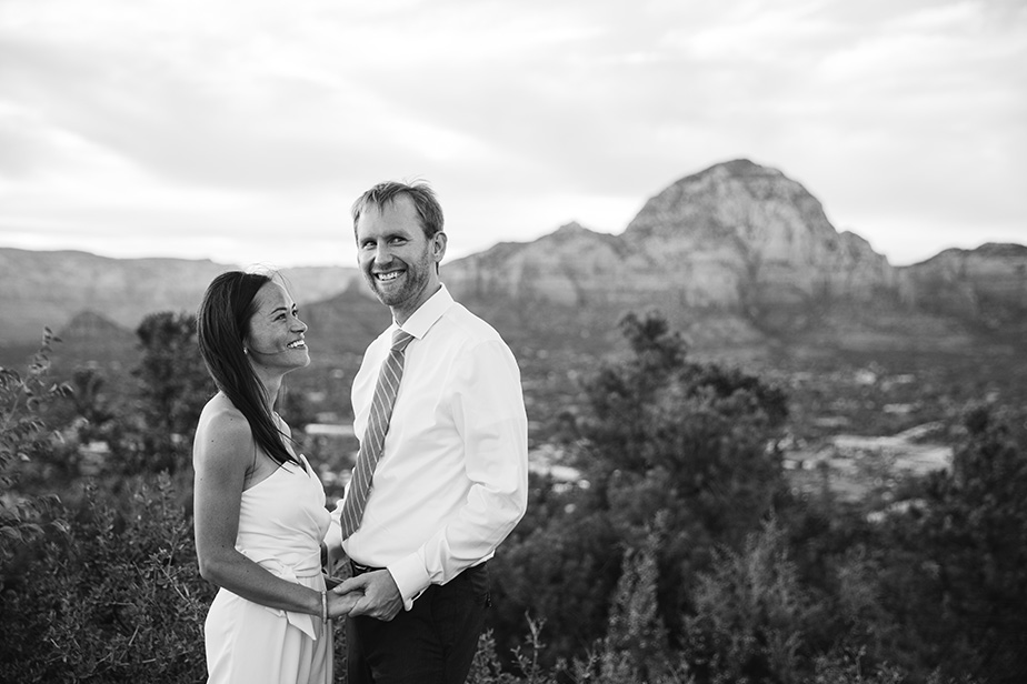 18sedona-arizona-engagement-shoot-red-rocks-sunset-bhldn-studio-nouveau