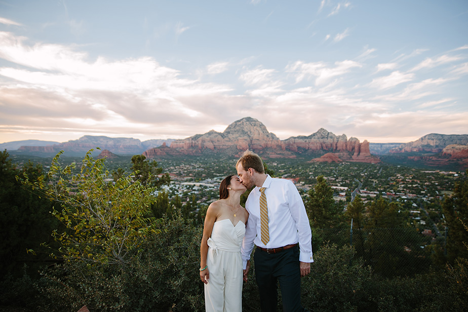 19sedona-arizona-engagement-shoot-red-rocks-sunset-bhldn-studio-nouveau
