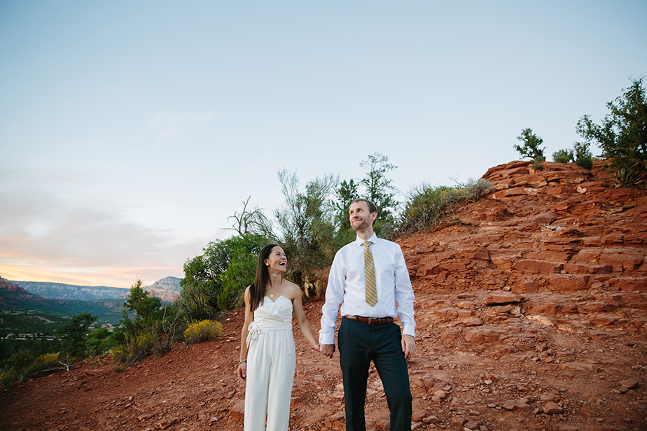 21sedona-arizona-engagement-shoot-red-rocks-sunset-bhldn-studio-nouveau