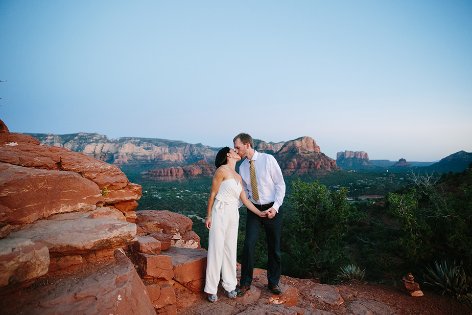 25sedona-arizona-engagement-shoot-red-rocks-sunset-bhldn-studio-nouveau