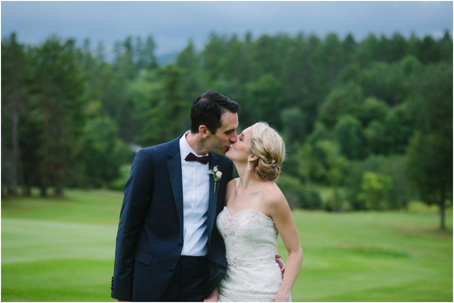 bethel inn maine wedding photographer kissing
