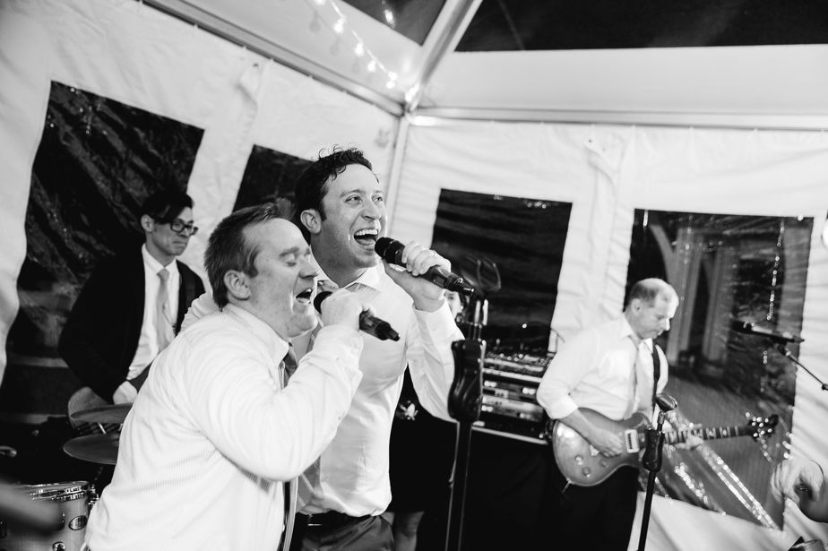 groom sings song at chatham bars inn wedding
