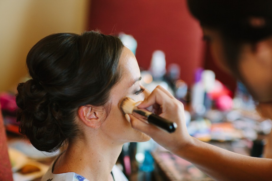 bride gets makeup done for ranch style wedding at pine canyon, flagstaff AZ