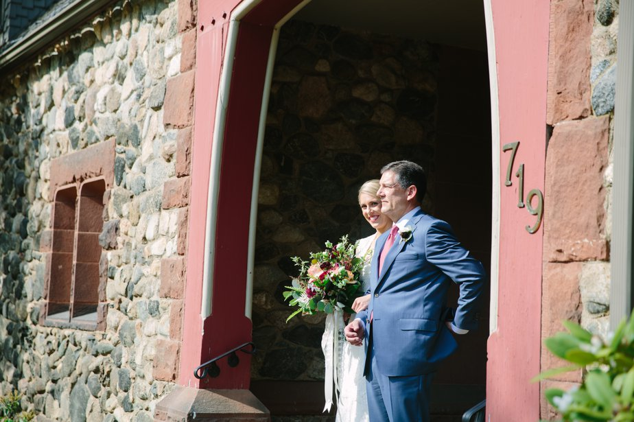 father and daughter get ready to head down the aisle at moraine farm
