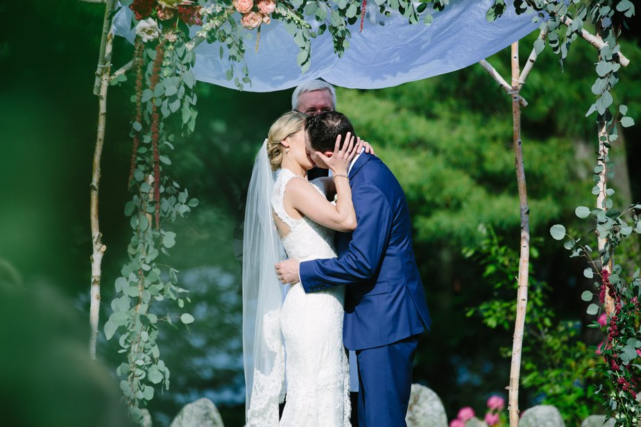 first kiss as married couple at moraine farm