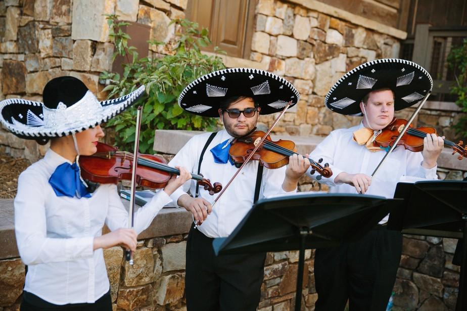 pine canyon golf club wedding with mariachi band