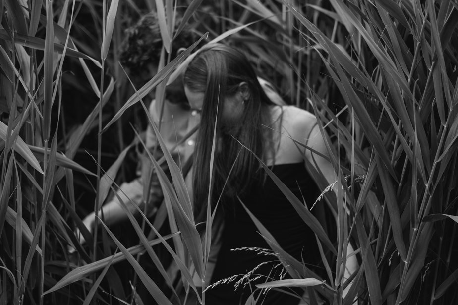 romantic couple in the grasses at JFK Library