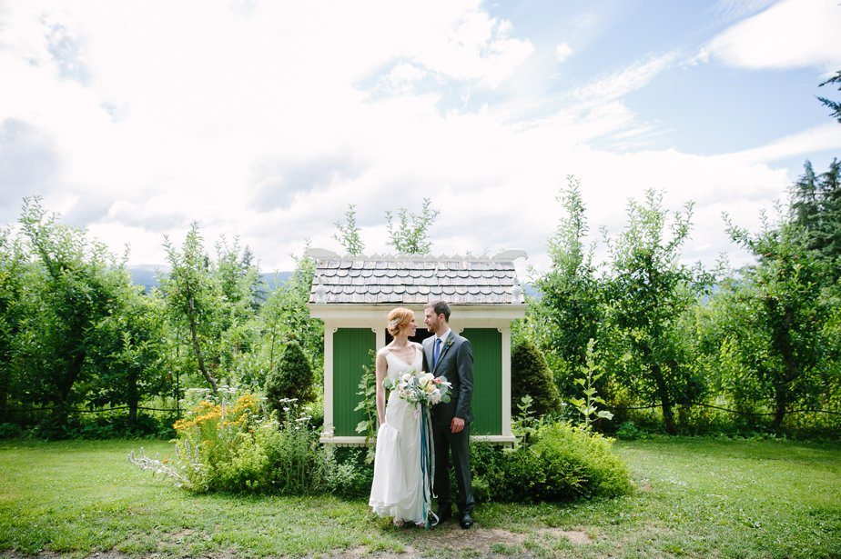 garden wedding relaxed and natural photographer