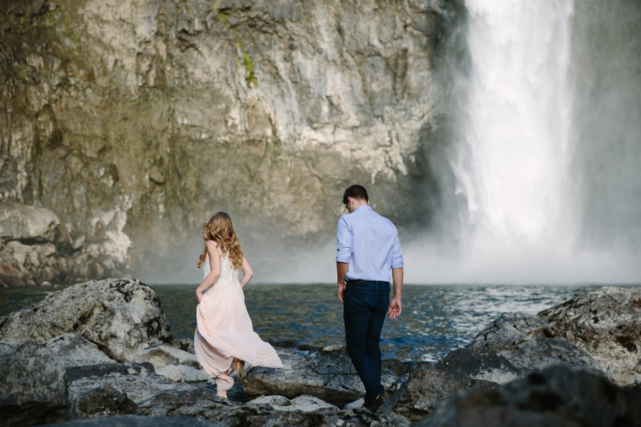 017_snoqualmie-falls-seattle-engagement-shoot-studio-nouveau