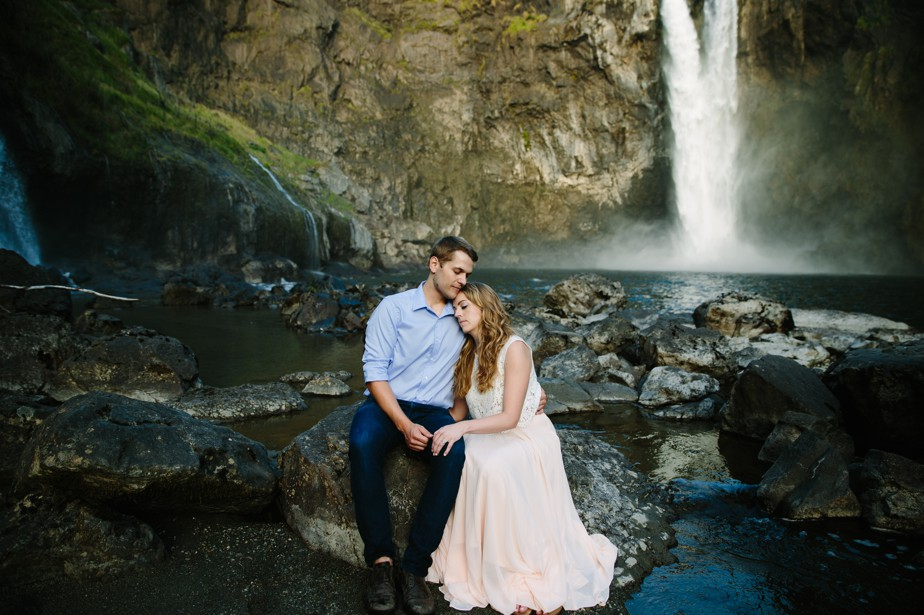 029_snoqualmie-falls-seattle-engagement-shoot-studio-nouveau
