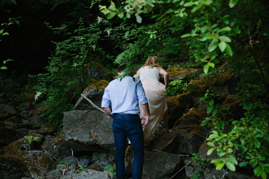 033_snoqualmie-falls-seattle-engagement-shoot-studio-nouveau