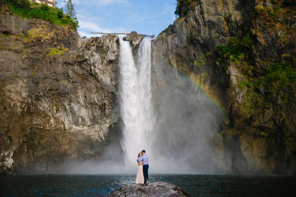 seattle engagement shoot at snoqualmie falls