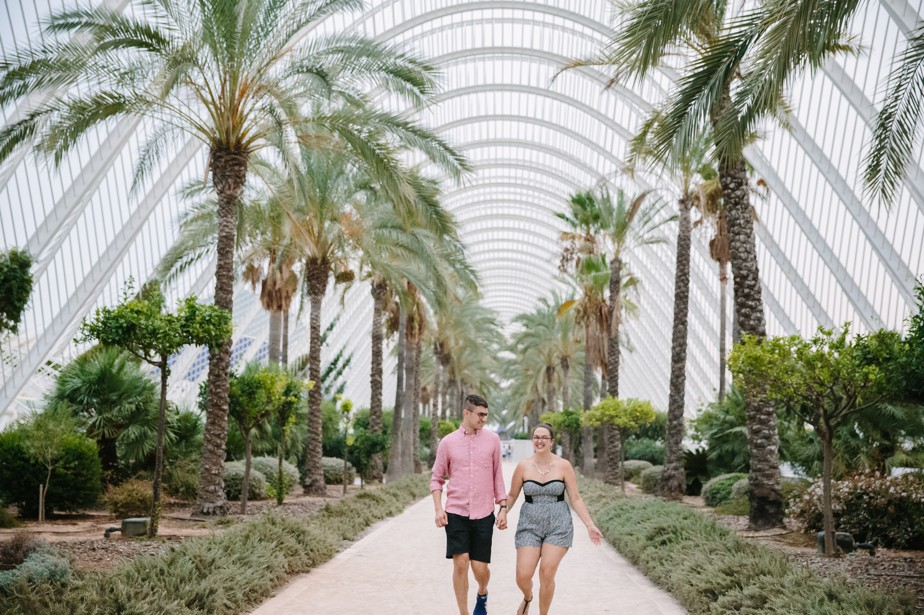 Destination engagement shoot in Valencia Arts and Sciences Center with american photographer